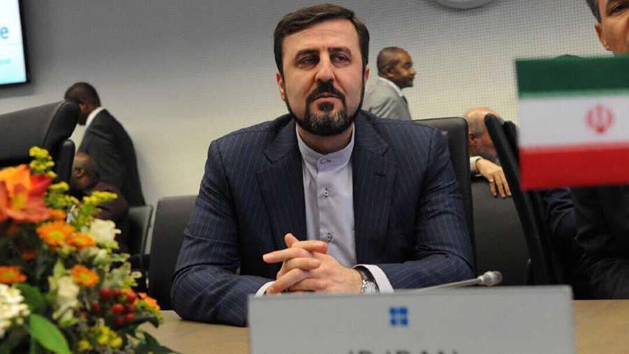 """Irán denuncia """"enfoque sesgado"""" del OIEA tras críticas a falta de cooperación"""