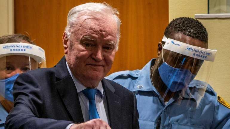 Mladic en La Haya, diez años de desplantes