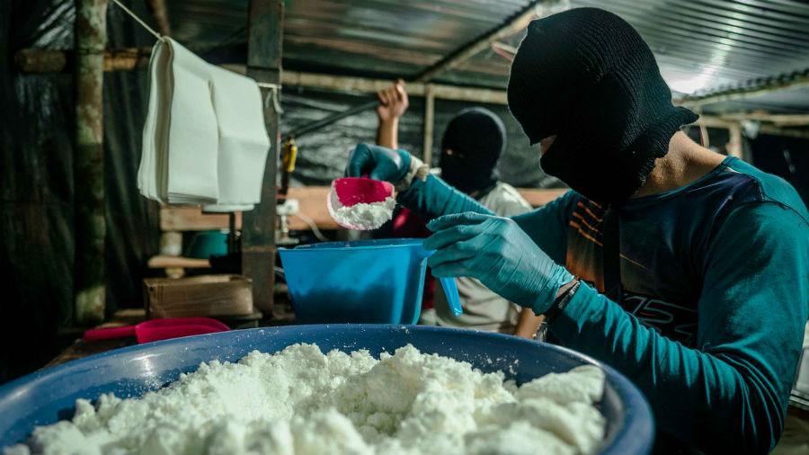 La producción de cocaína en Colombia y Perú batió récords en 2020, dice EE.UU