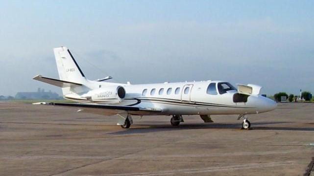 """Manzur usó como """"taxi"""" el avión sanitario de Tucumán para viajar a Nueva York"""