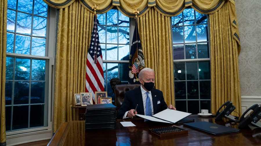 Biden asegura que EE.UU. donará vacunas contra covid a cambio de nada